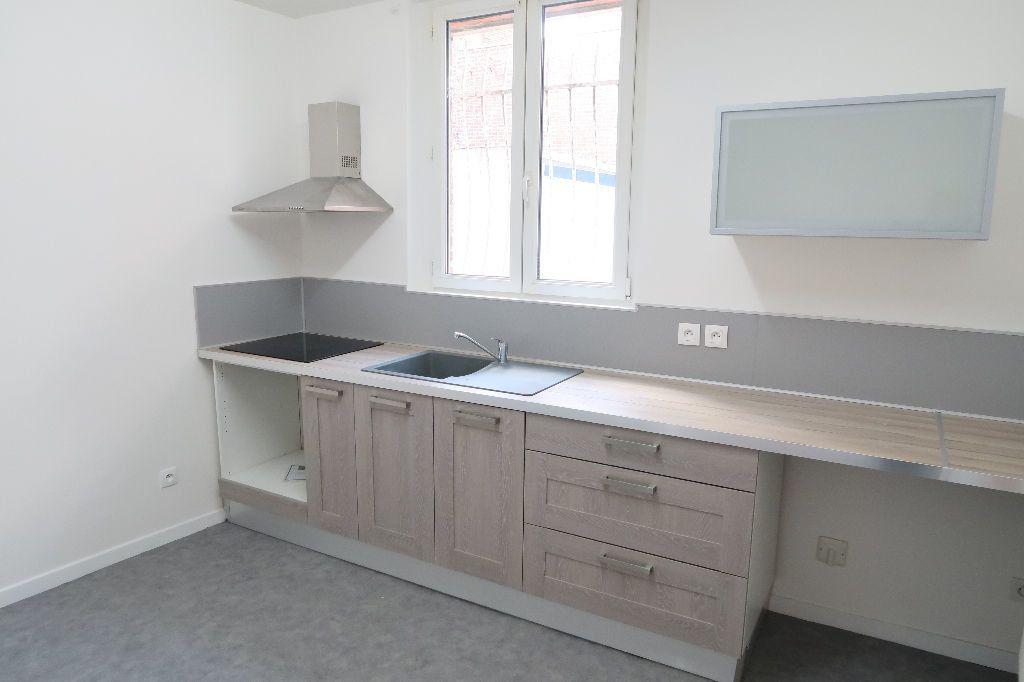 Appartement à louer 4 119.2m2 à Saint-Quentin vignette-2