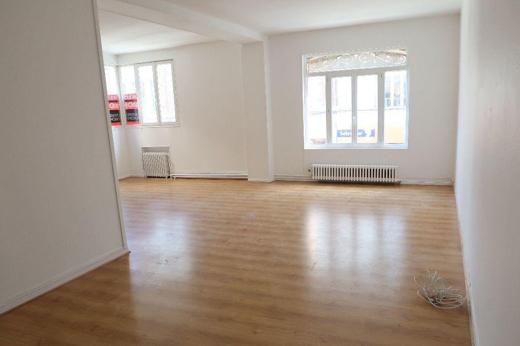 Appartement à louer 4 119.2m2 à Saint-Quentin vignette-3