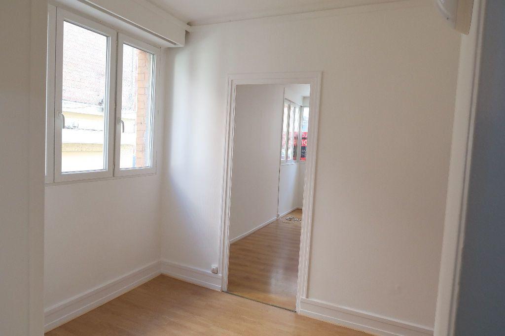 Appartement à louer 4 119.2m2 à Saint-Quentin vignette-5