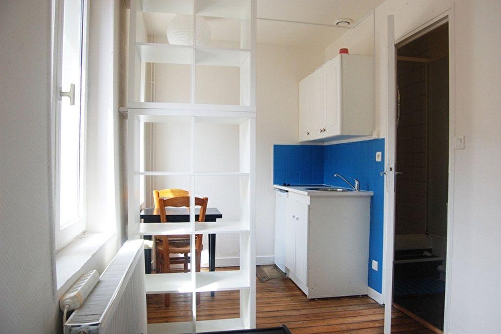 Appartement à louer 1 14m2 à Saint-Quentin vignette-1