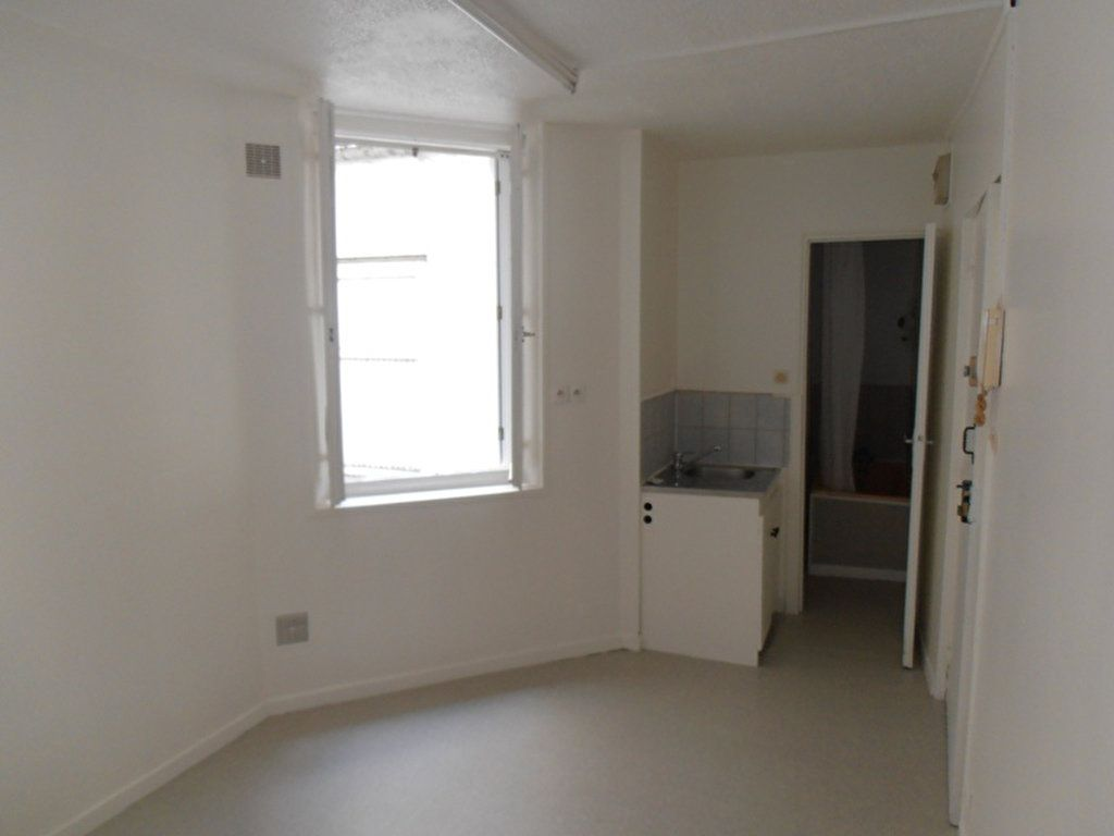 Appartement à louer 1 14.1m2 à Saint-Quentin vignette-1