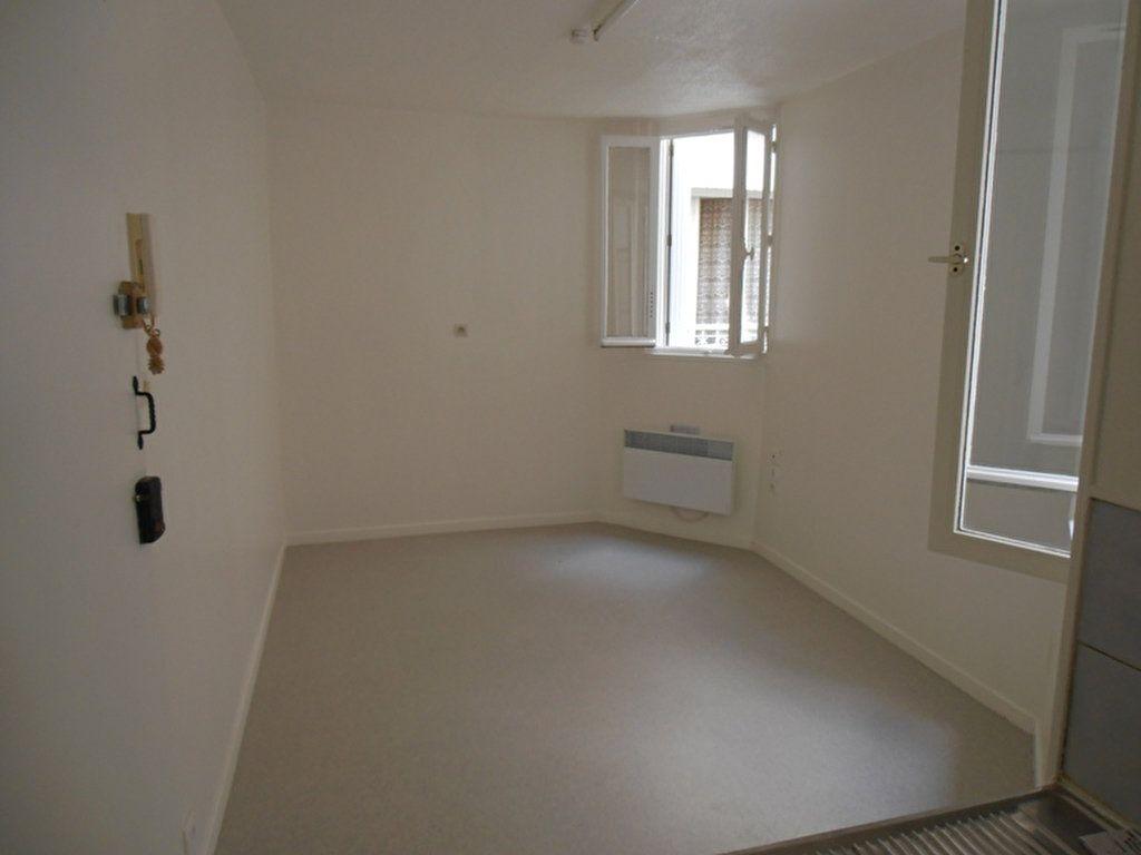 Appartement à louer 1 14.1m2 à Saint-Quentin vignette-2