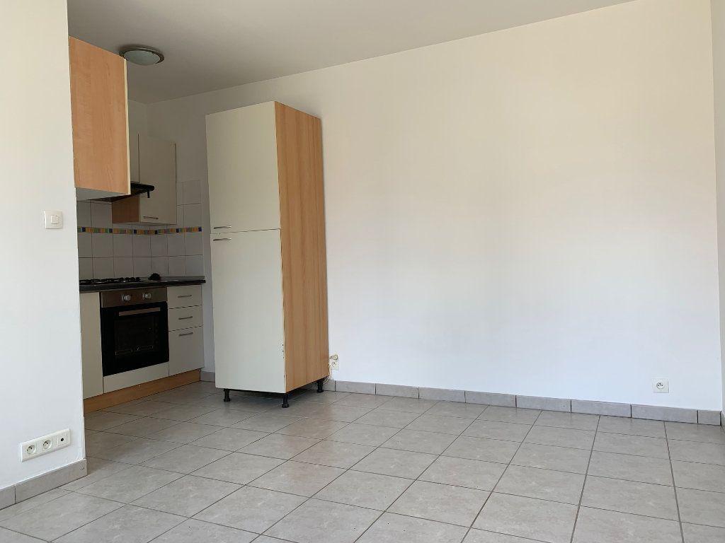 Appartement à louer 1 17m2 à Chauny vignette-1