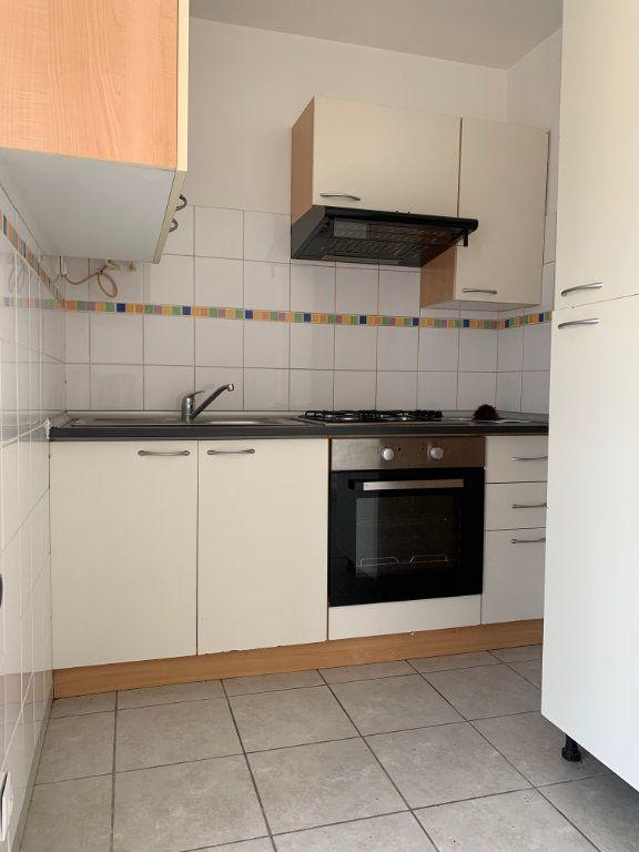 Appartement à louer 1 17m2 à Chauny vignette-2