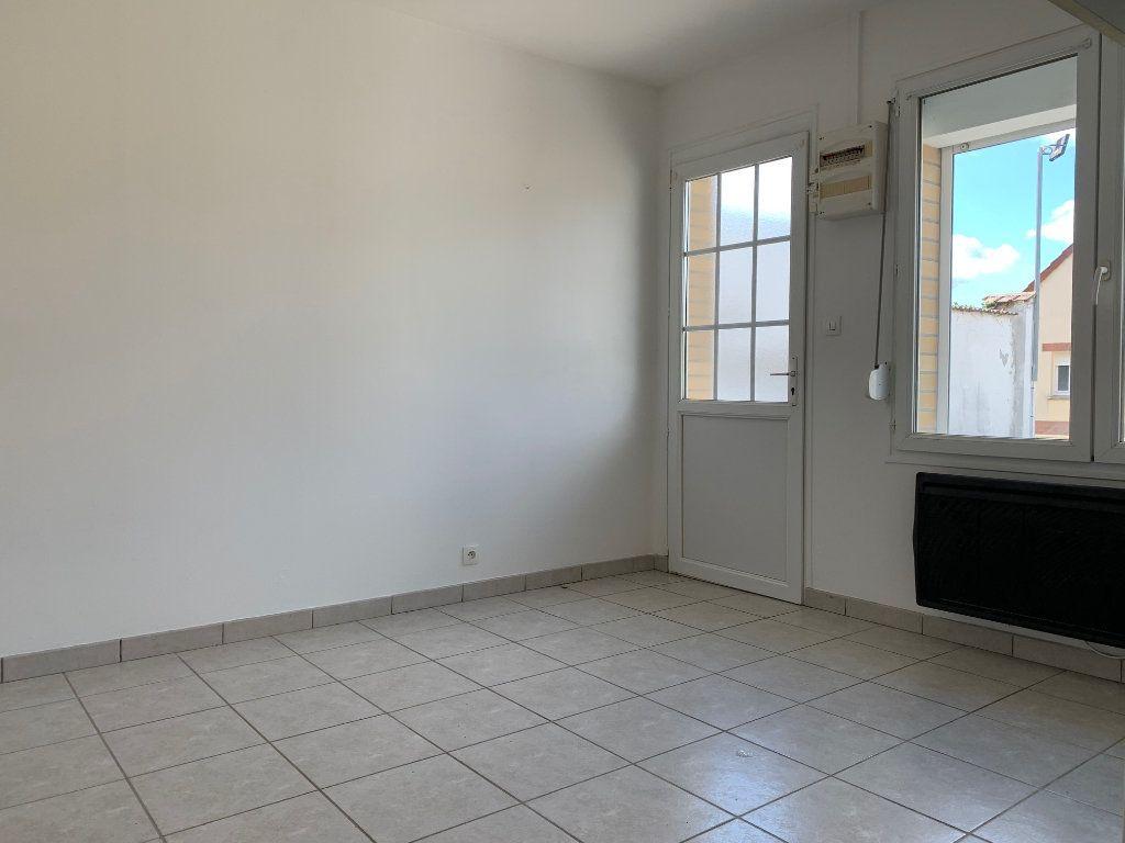 Appartement à louer 1 17m2 à Chauny vignette-3