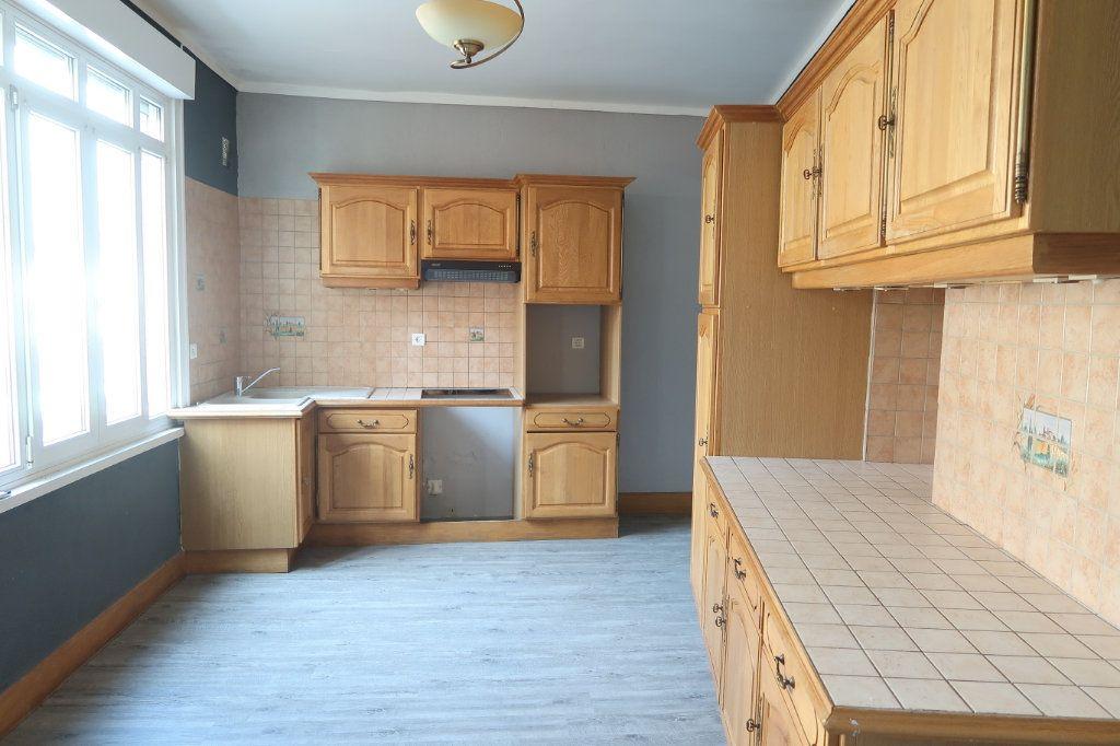 Appartement à louer 4 120.82m2 à Saint-Quentin vignette-1
