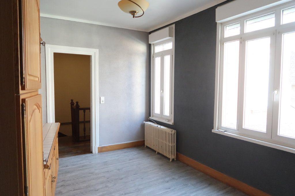 Appartement à louer 4 120.82m2 à Saint-Quentin vignette-3