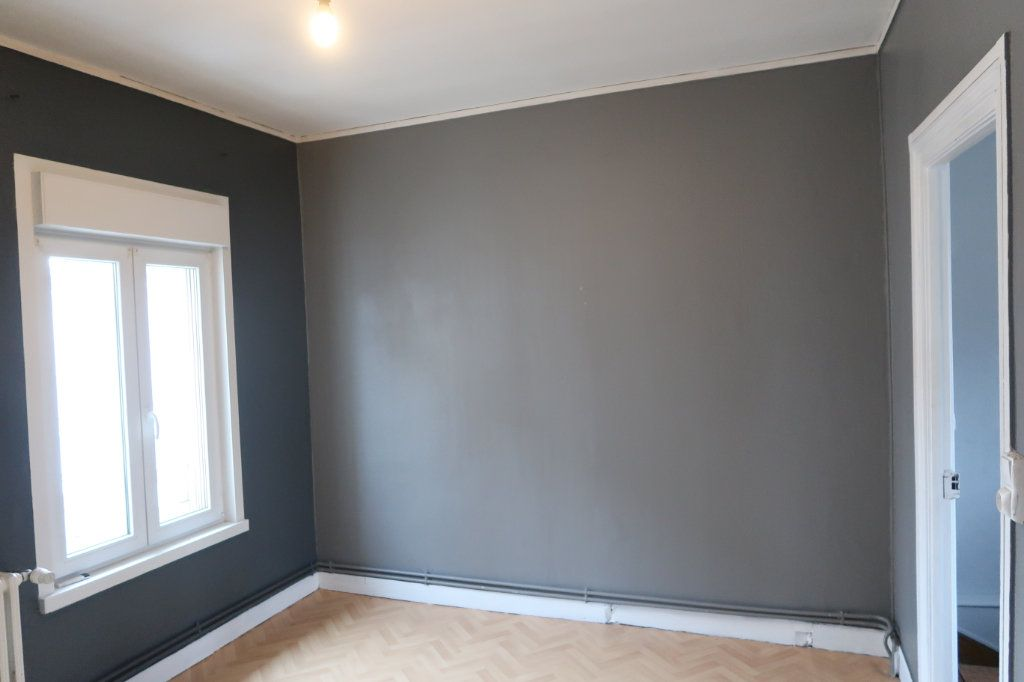 Appartement à louer 4 120.82m2 à Saint-Quentin vignette-4