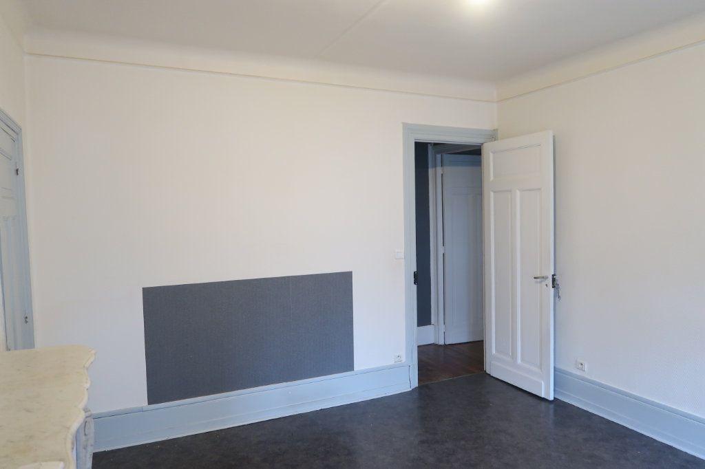 Appartement à louer 4 120.82m2 à Saint-Quentin vignette-5