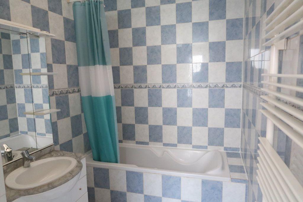 Appartement à louer 4 120.82m2 à Saint-Quentin vignette-7