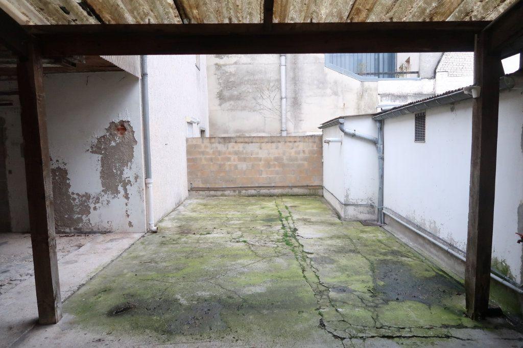 Appartement à louer 4 120.82m2 à Saint-Quentin vignette-9