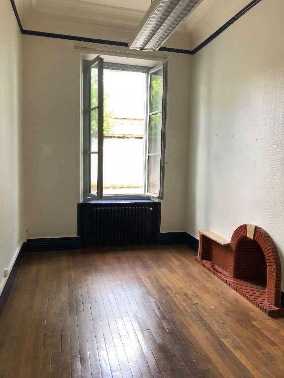 Appartement à louer 4 125m2 à Laon vignette-1
