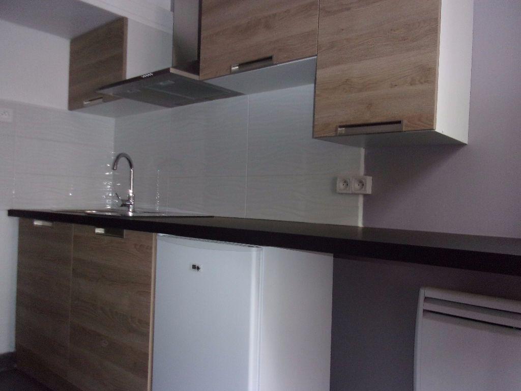 Appartement à louer 1 9.5m2 à Saint-Quentin vignette-2
