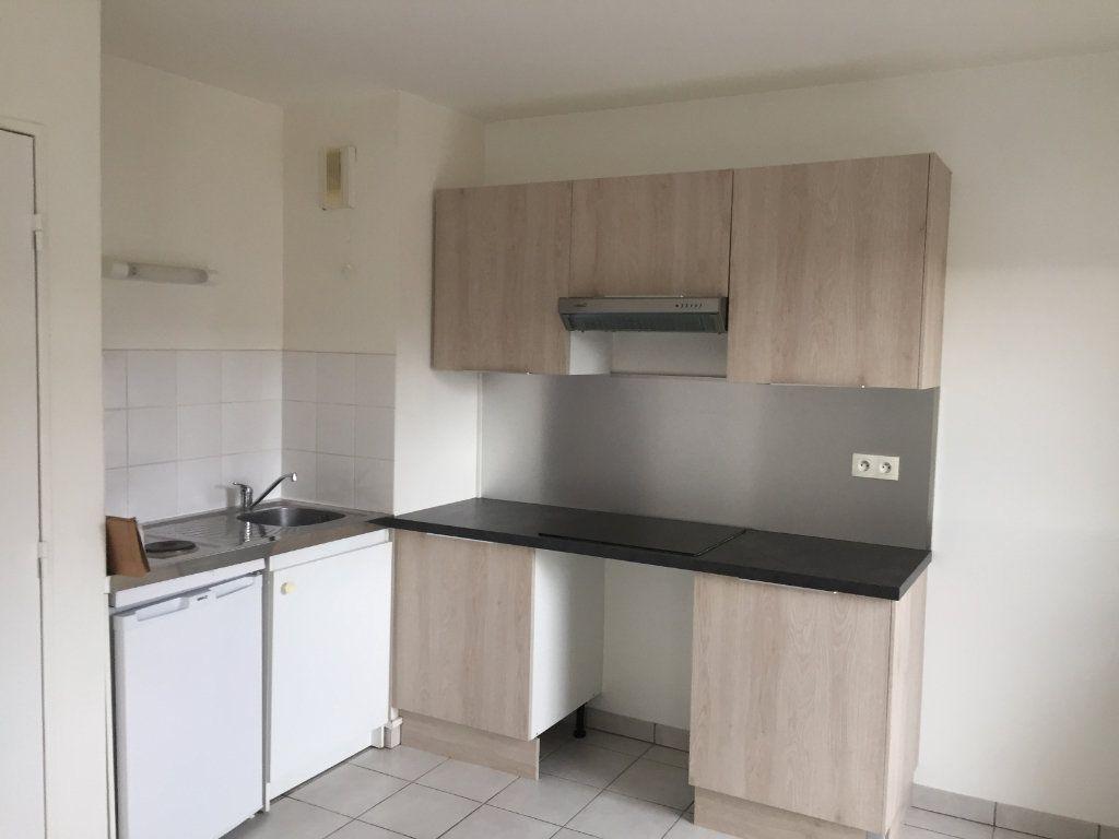 Appartement à louer 2 47m2 à Amiens vignette-2