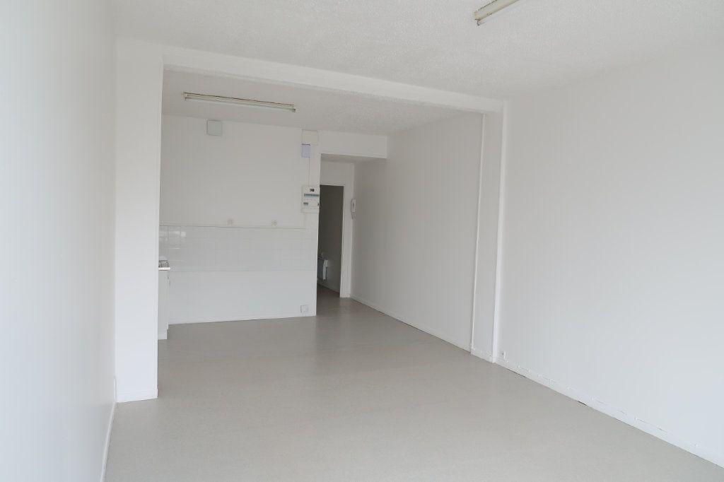 Appartement à louer 3 59m2 à Saint-Quentin vignette-1