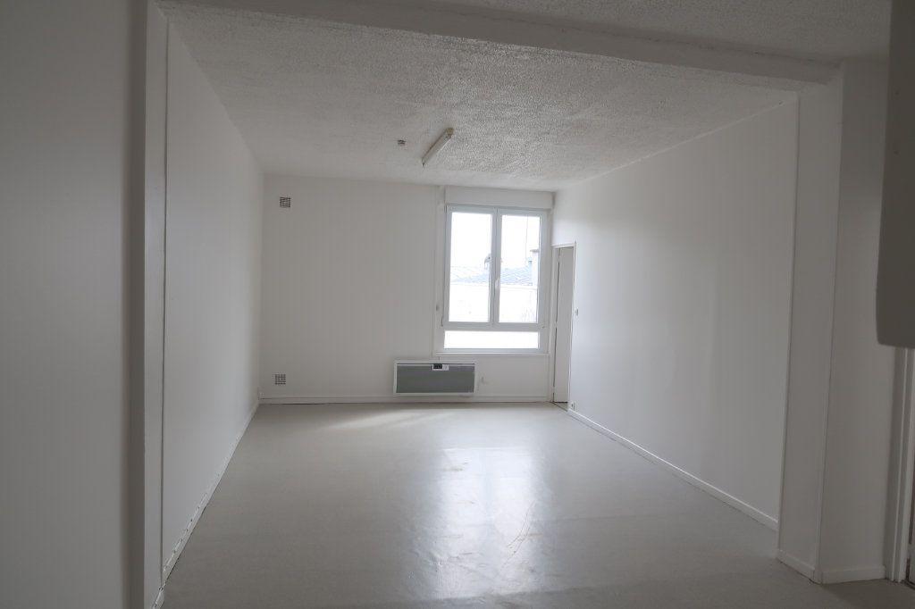 Appartement à louer 3 59m2 à Saint-Quentin vignette-2