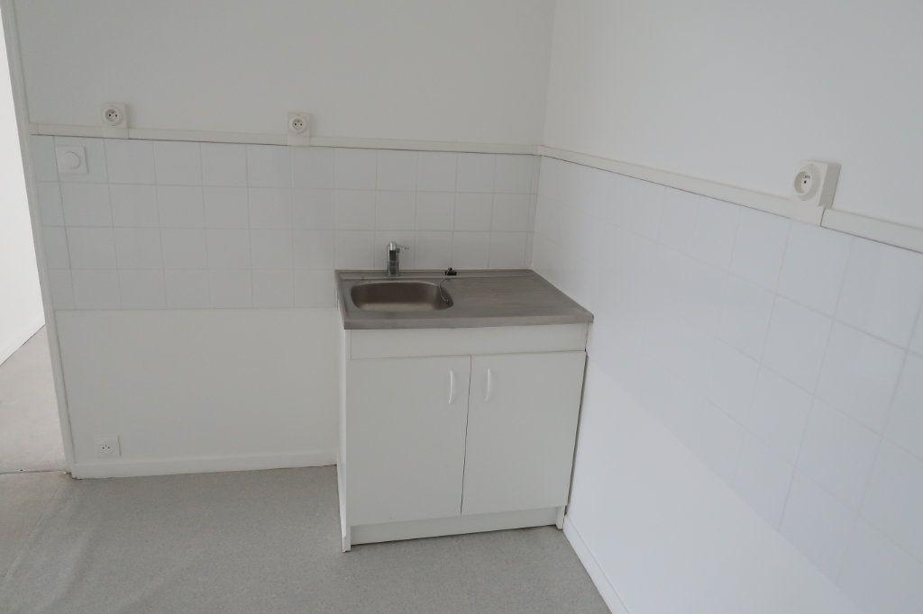 Appartement à louer 3 59m2 à Saint-Quentin vignette-7