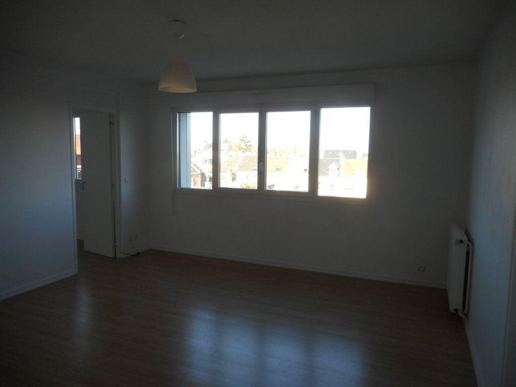 Appartement à louer 2 43m2 à Amiens vignette-1