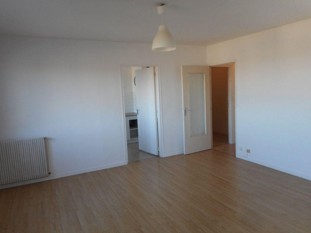 Appartement à louer 2 43m2 à Amiens vignette-3