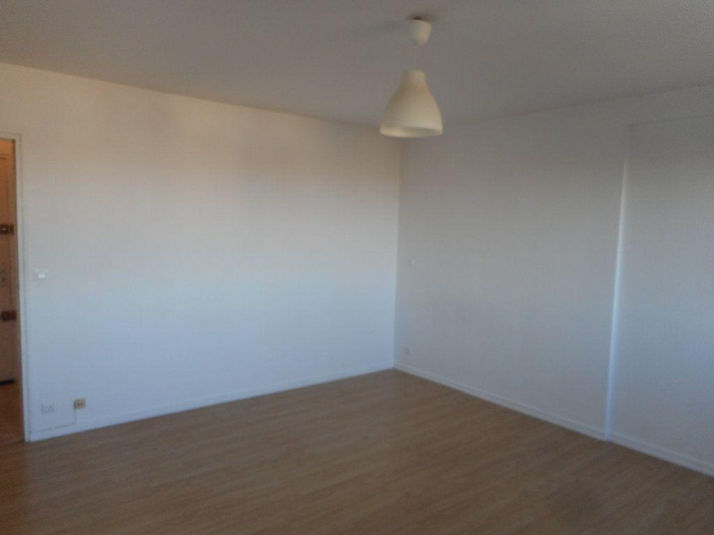 Appartement à louer 2 43m2 à Amiens vignette-4