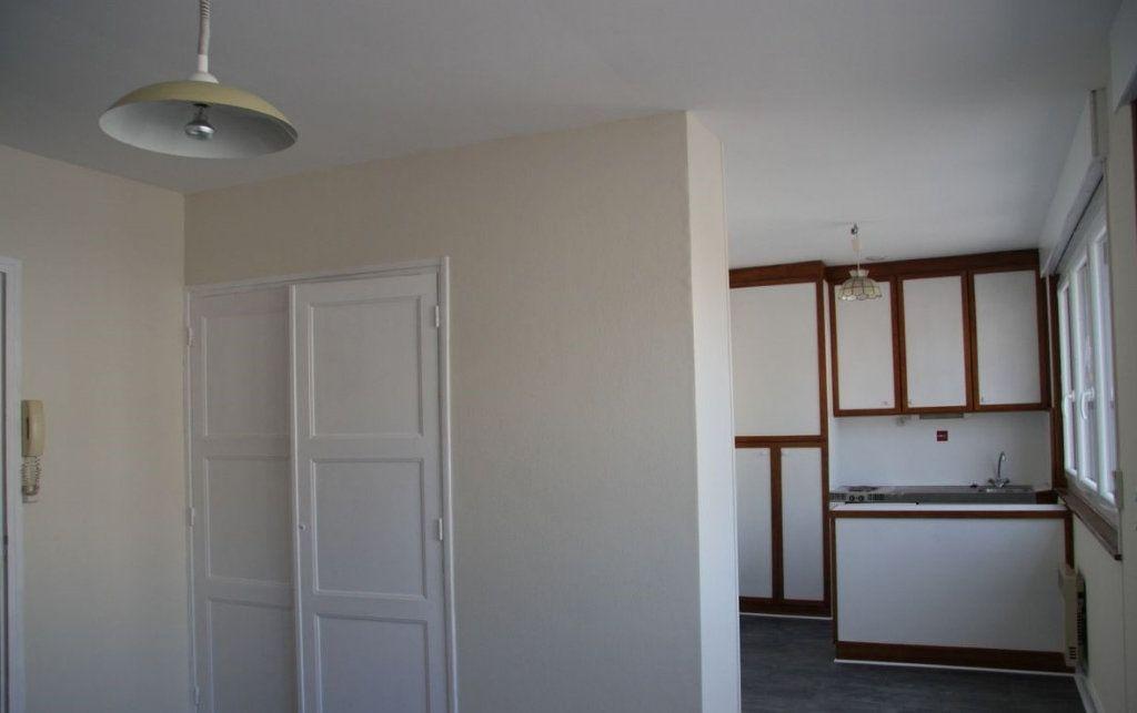 Appartement à louer 1 27m2 à Amiens vignette-2