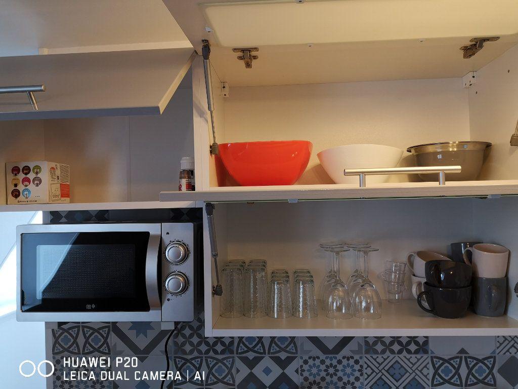 Appartement à louer 2 26m2 à Saint-Quentin vignette-10