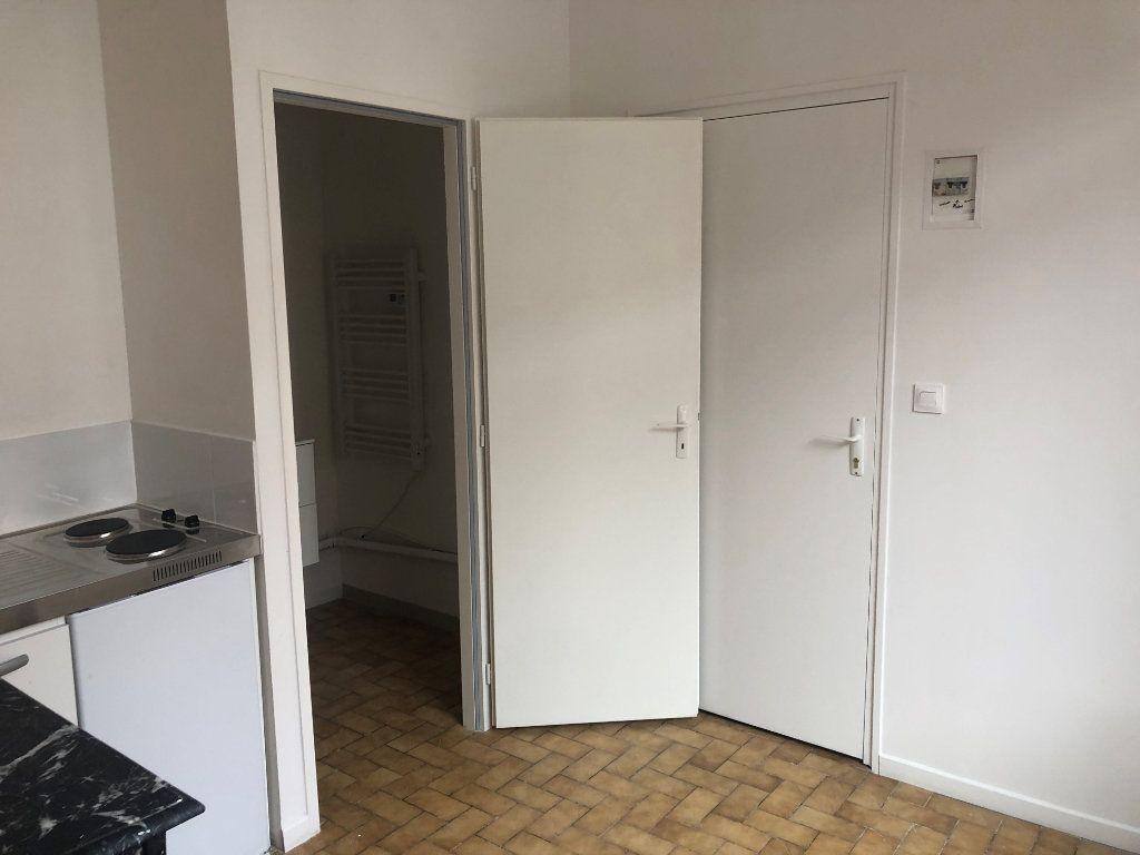 Appartement à louer 1 11m2 à Amiens vignette-3