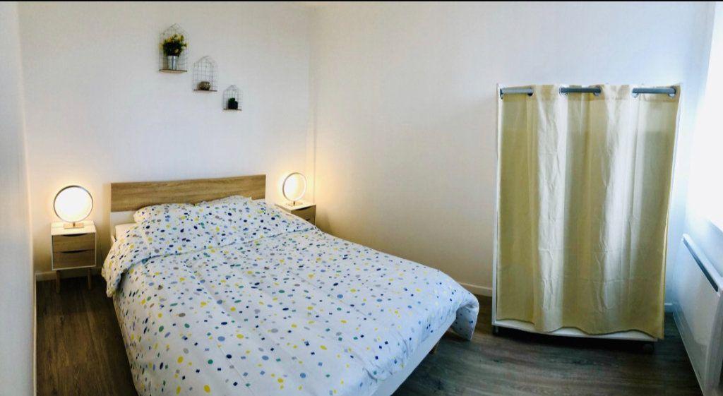 Appartement à louer 2 30.8m2 à Saint-Quentin vignette-3