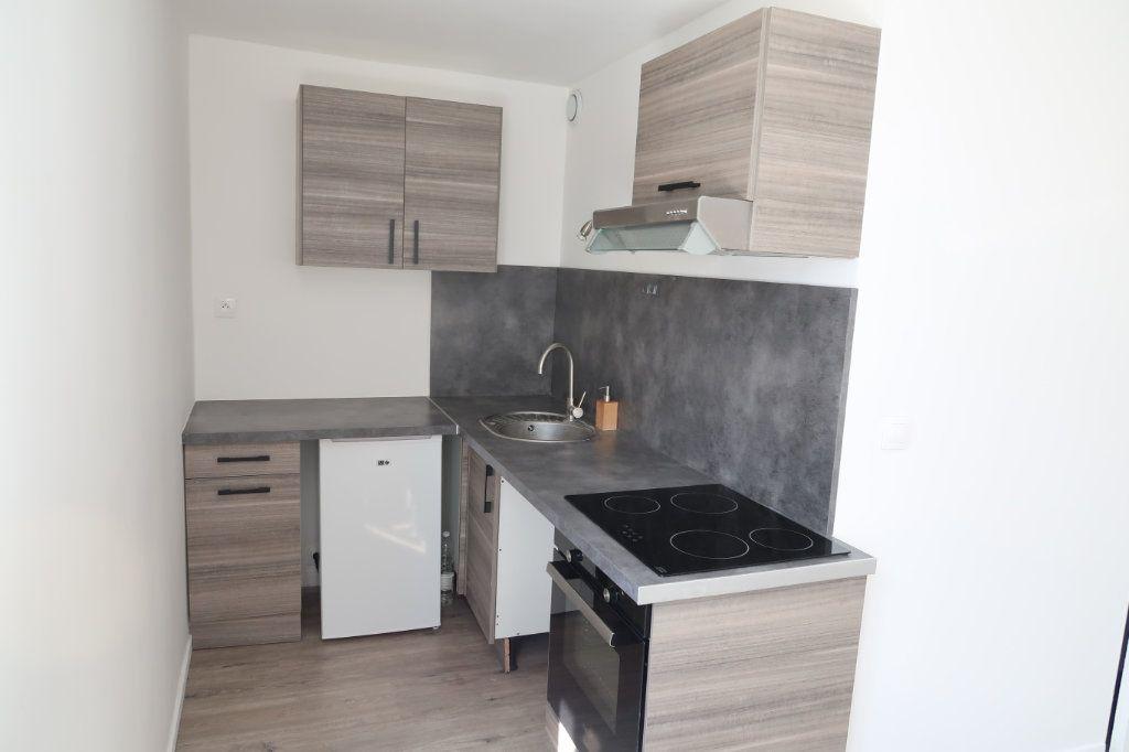 Appartement à louer 2 30.8m2 à Saint-Quentin vignette-5
