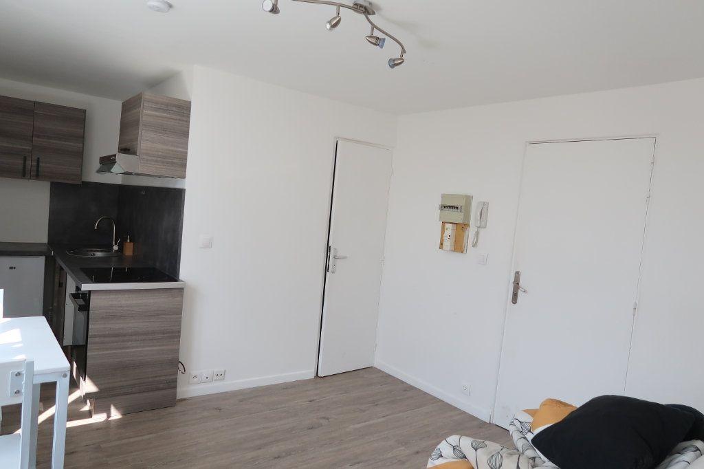 Appartement à louer 2 30.8m2 à Saint-Quentin vignette-6