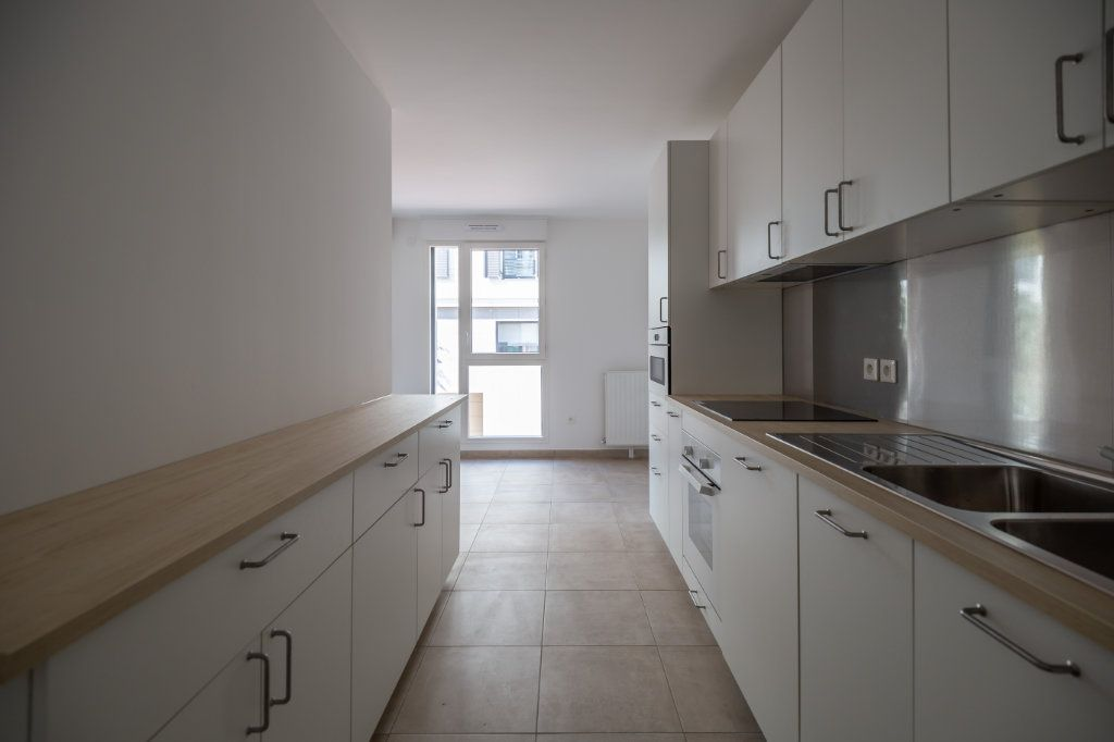 Appartement à louer 4 70.97m2 à Joinville-le-Pont vignette-3