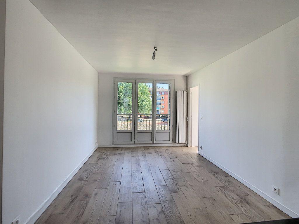 Appartement à louer 3 51.98m2 à Champigny-sur-Marne vignette-4