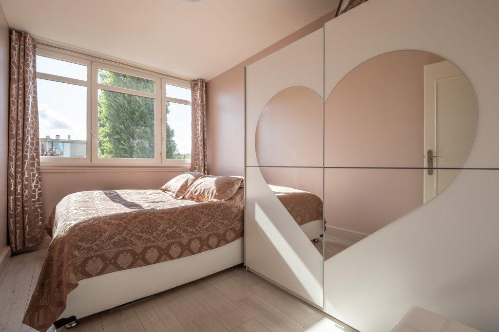 Appartement à vendre 4 65.4m2 à Champigny-sur-Marne vignette-3