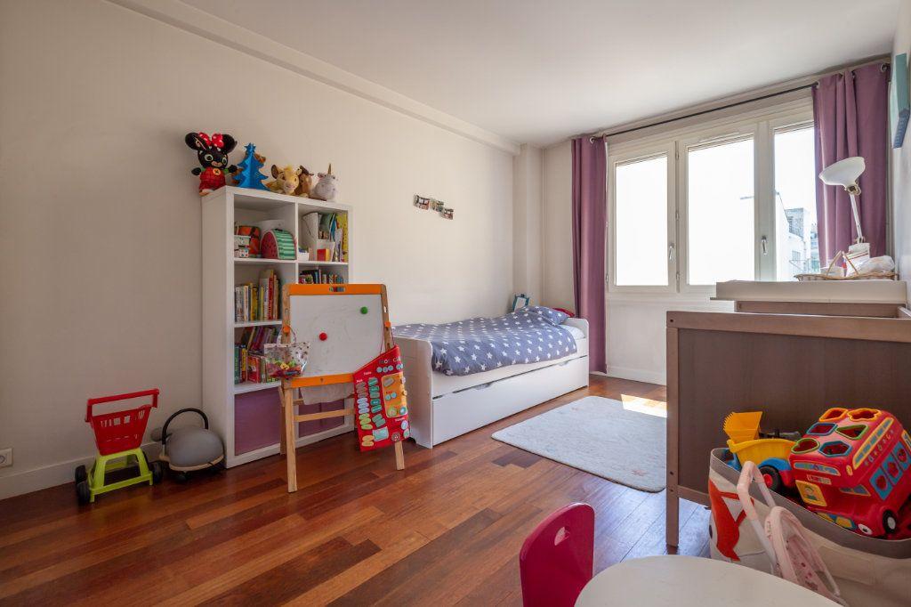 Appartement à vendre 3 75m2 à Paris 11 vignette-4