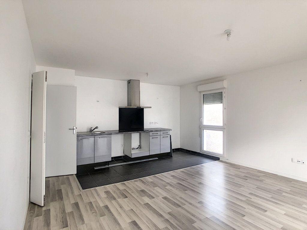 Appartement à louer 3 64.9m2 à Champigny-sur-Marne vignette-2
