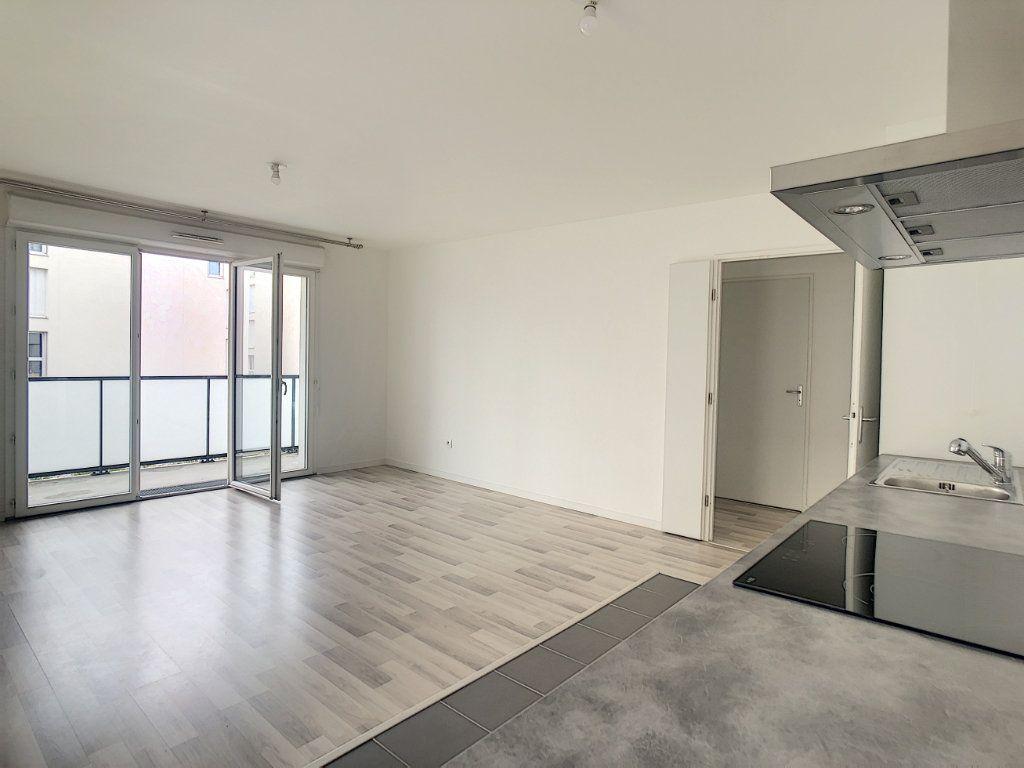 Appartement à louer 3 64.9m2 à Champigny-sur-Marne vignette-3