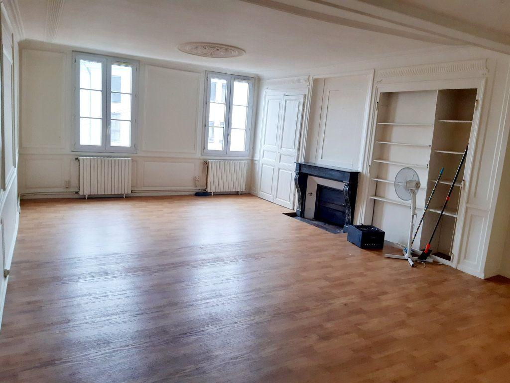Appartement à louer 5 102m2 à Limoges vignette-3