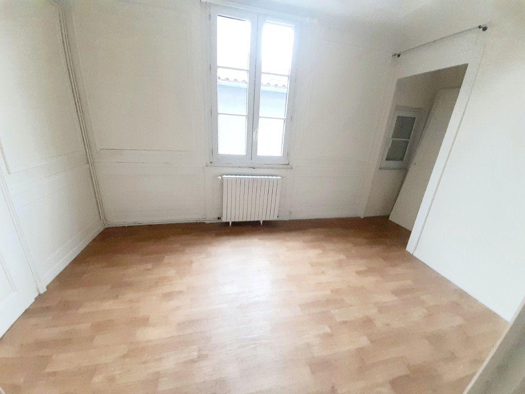 Appartement à louer 5 102m2 à Limoges vignette-9