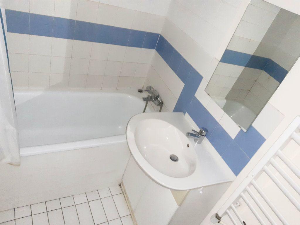 Appartement à louer 5 102m2 à Limoges vignette-11