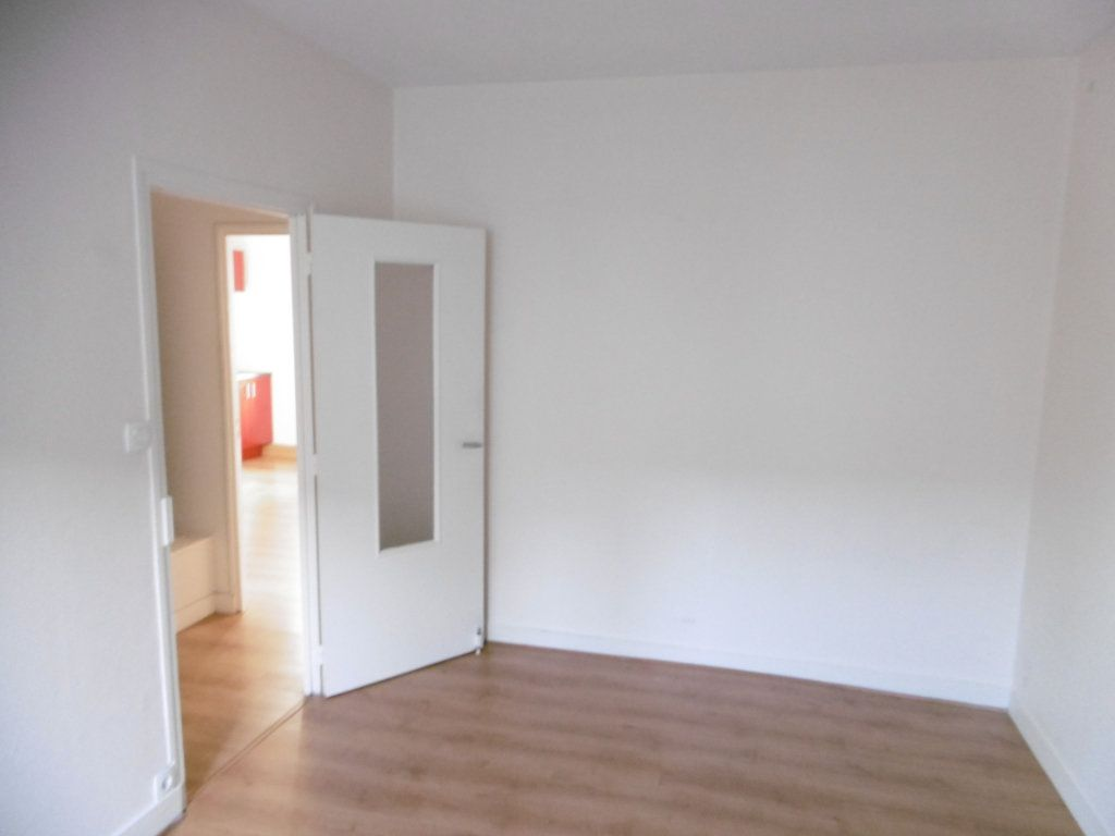 Appartement à louer 2 45m2 à Limoges vignette-3