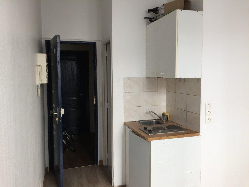 Appartement à louer 1 16m2 à Limoges vignette-2