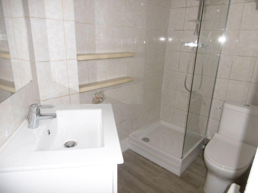 Appartement à louer 1 16m2 à Aixe-sur-Vienne vignette-3