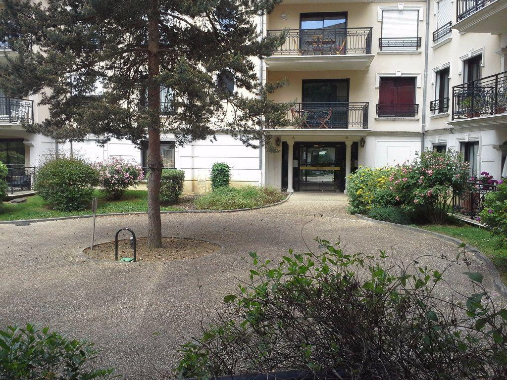 Appartement à louer 3 63.47m2 à Limoges vignette-8