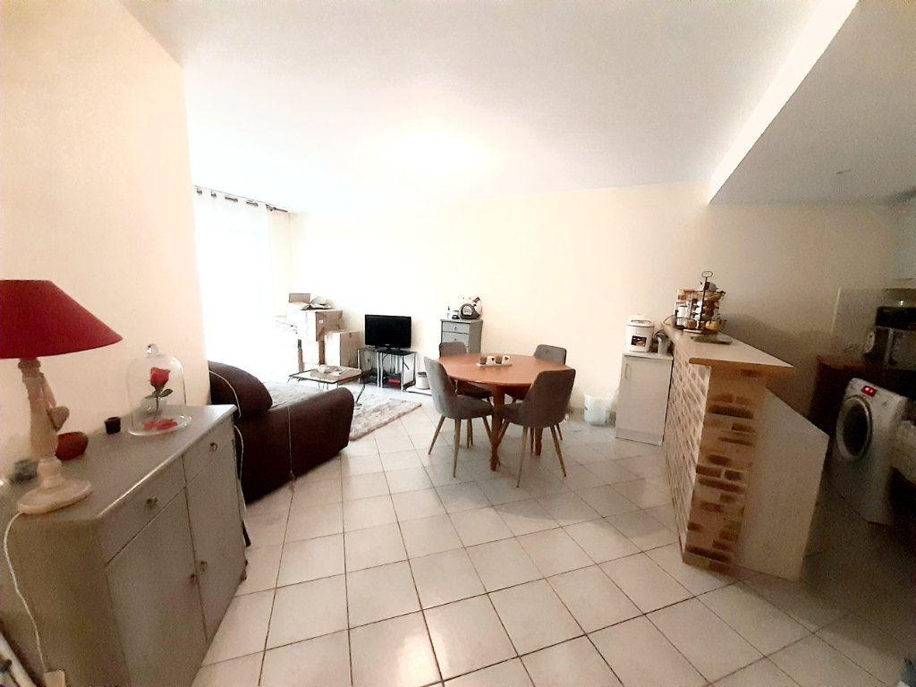 Appartement à louer 3 63.47m2 à Limoges vignette-9