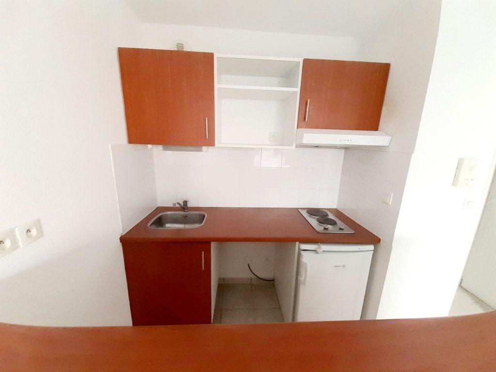 Appartement à louer 2 35m2 à Limoges vignette-2