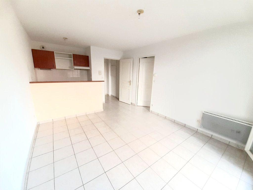 Appartement à louer 2 35m2 à Limoges vignette-3