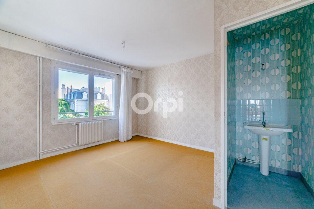 Appartement à louer 4 76.9m2 à Limoges vignette-2