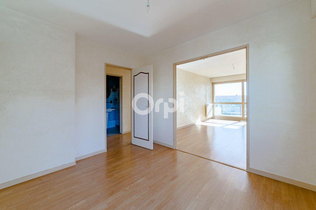Appartement à louer 4 76.9m2 à Limoges vignette-4