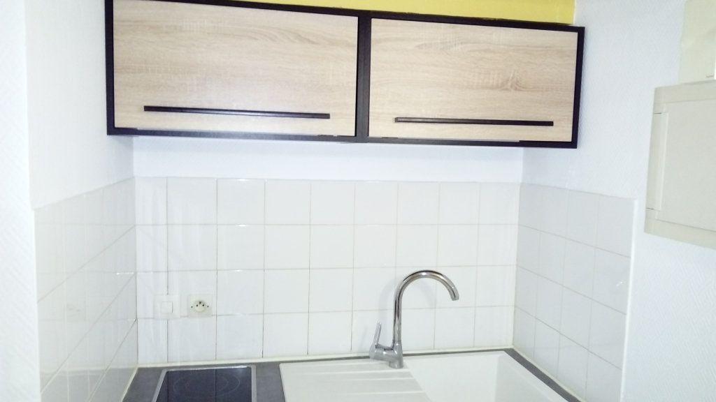 Appartement à louer 1 18m2 à Mont-de-Marsan vignette-3