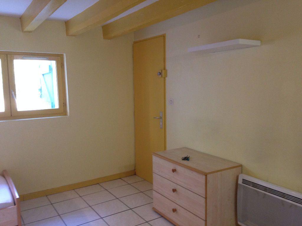 Appartement à louer 1 18m2 à Mont-de-Marsan vignette-4